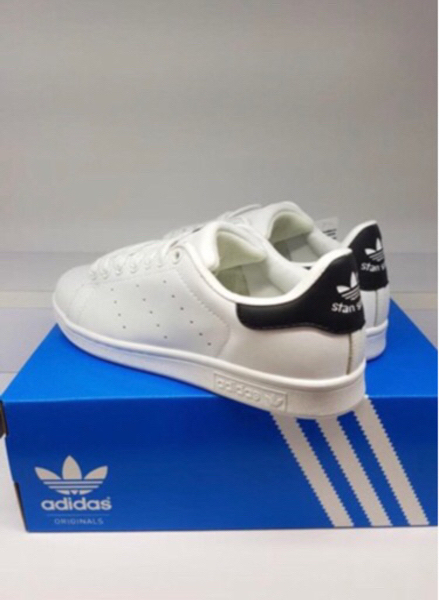 Used Stansmith white black in Dubai, UAE