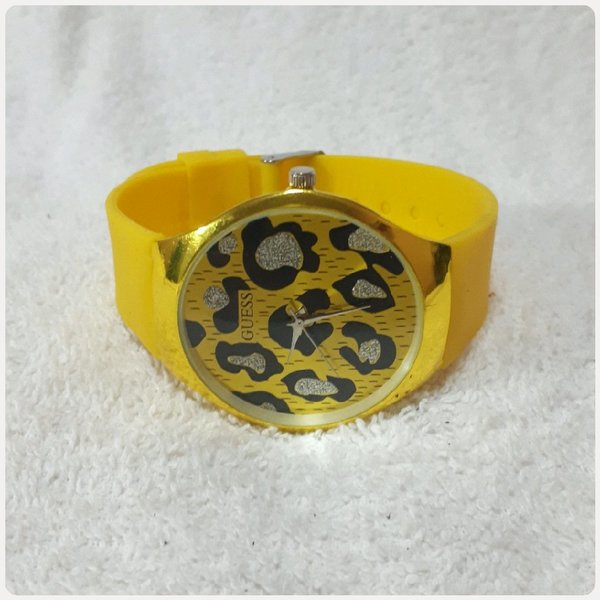 Used GUESS yellow watch for her.. in Dubai, UAE