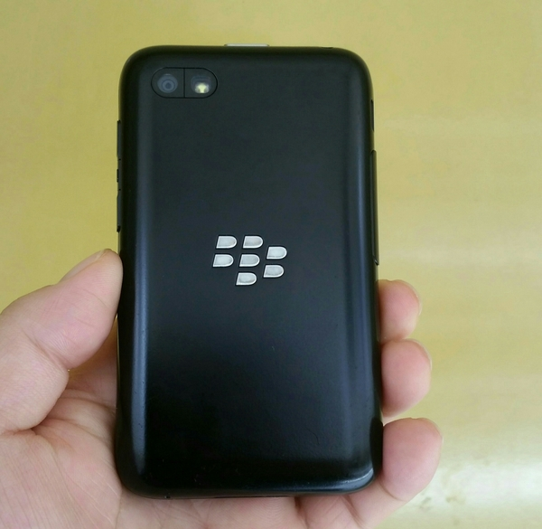 Used Blackberry Q5 With Charger 8 GB Memory 100% Perfect condition, Final Price. in Dubai, UAE