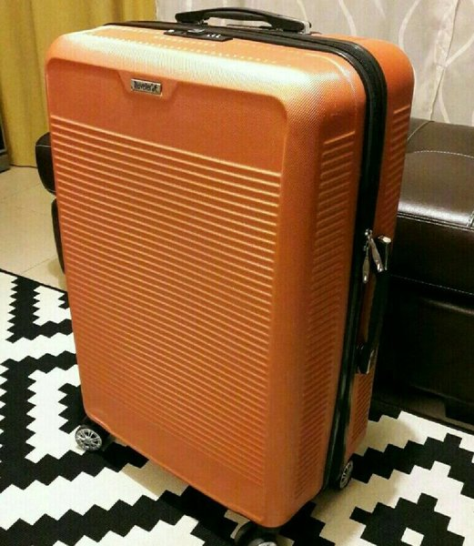 Used 70cm LUGGAGE - HARD TOP in Dubai, UAE