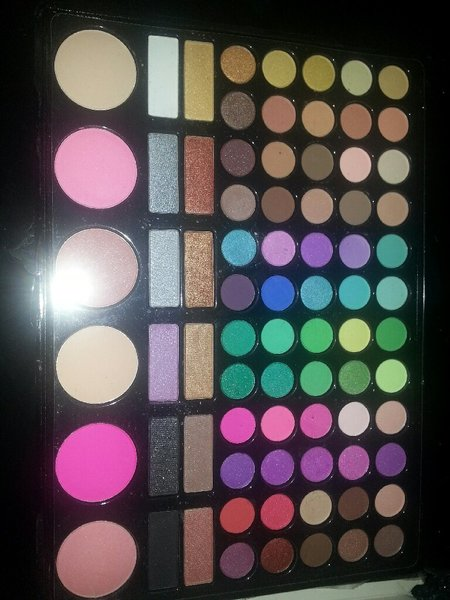 Used MAC Eye shadowkit  80 COLORS in Dubai, UAE