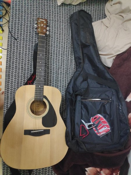 Used yamaha f310 acoustic guitar in Dubai, UAE