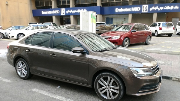 Used 2016 VW Jetta for sale in Dubai, UAE