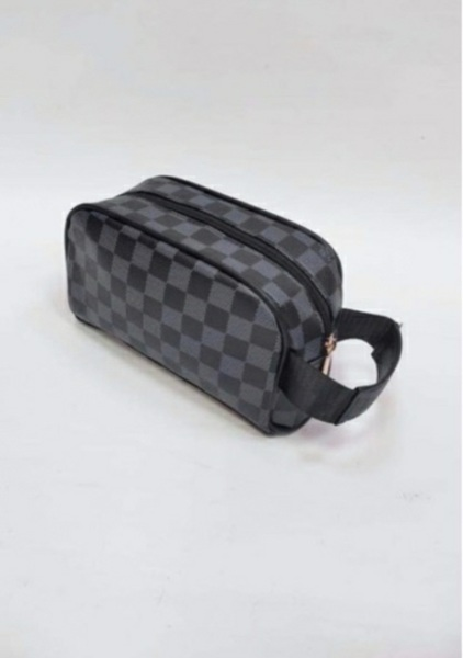 Used Checked louis Vuitton Pouch in Dubai, UAE