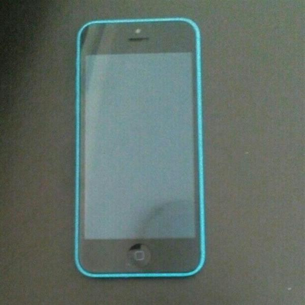 Used Iphone 5c 16gb Blue Color. Not able to activate the mobile. selling the mobile in as is condition. No issues with display. very clean set. can be fixed.  in Dubai, UAE