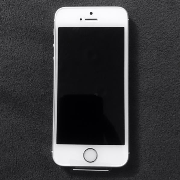 Used Special OFFER. NEW IPHONE 5s.32GB. in Dubai, UAE