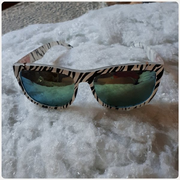 Used Sunglass black & white color in Dubai, UAE