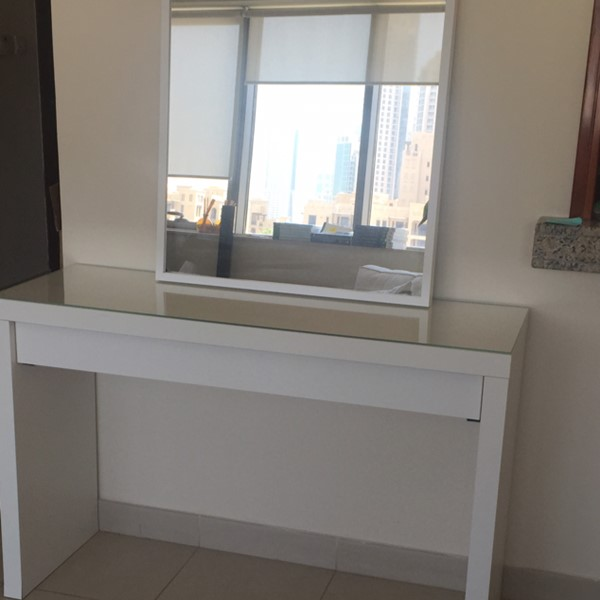 Used Dressing Table With Mirror in Dubai, UAE