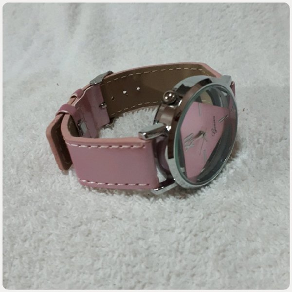 Used Watch Genev for her.. in Dubai, UAE
