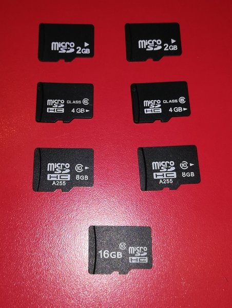 Used 7 Pcs Memory Cards for Portable Devices in Dubai, UAE