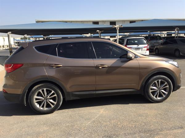 Used Santa fe 2.4 L 2015 under warranty 54000km 7 seats 💺  Parking sensors  Cruise control Fog lights  Bluetooth  CD player Well maintained in Dubai, UAE