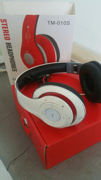 Used Bluetooth stereo headset white in Dubai, UAE