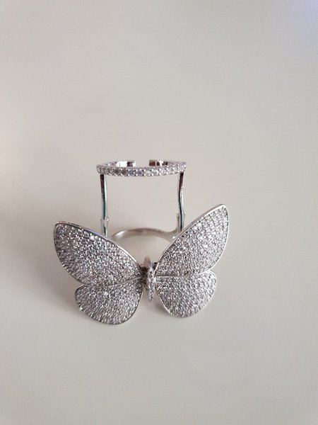Used 2 pcs flying butterfly ring in Dubai, UAE