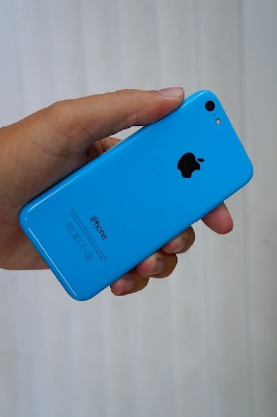 Used Used original IPhone 5c 16gb in Dubai, UAE