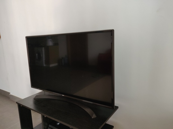 Used TV with trolley in Dubai, UAE
