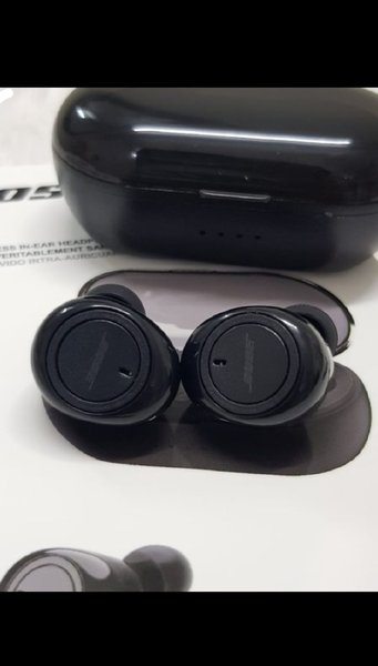 Used BOSE EARBUDS WITH CHARGING CASE NEW in Dubai, UAE
