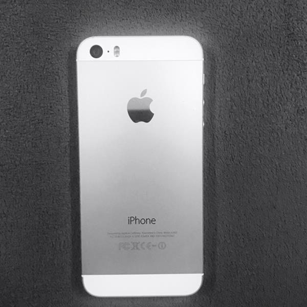 IPhone 5s.  32GB.  Silver Color. Use