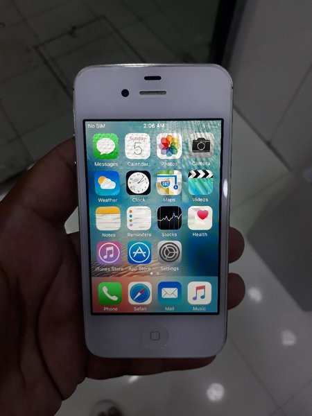 Used IPhone 4s 16gb original used in Dubai, UAE