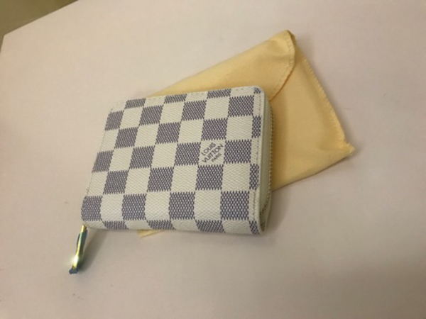 Used Small white grid LV wallet for Her in Dubai, UAE