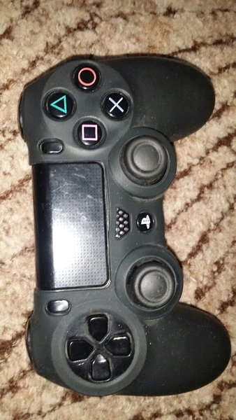 Used Ps4 dual shock controller with cover in Dubai, UAE