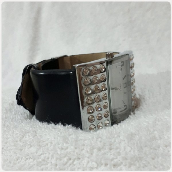 Used Fashionistas watch for her in Dubai, UAE