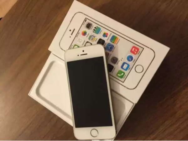 Used Iphone 5s Gold 16gb with Box in Dubai, UAE