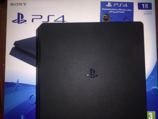 Used ps4 1TB memory+games 900 aed fix price in Dubai, UAE