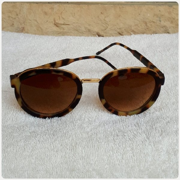 Used Fabulous sungglass fashion brown green.. in Dubai, UAE