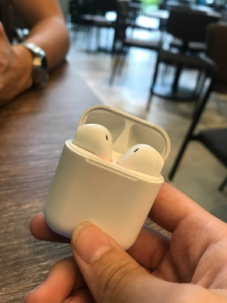 Used Wireless airpods 2nd generation new in Dubai, UAE