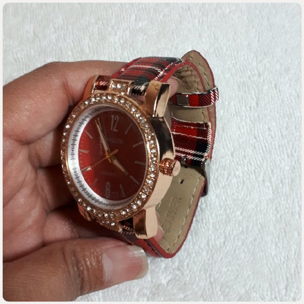 Used Red Sanessi watch for lady in Dubai, UAE