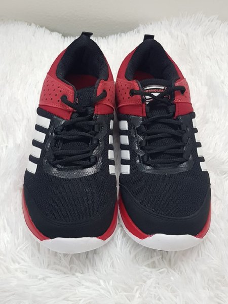 Used Red shoes very good new 42 size in Dubai, UAE