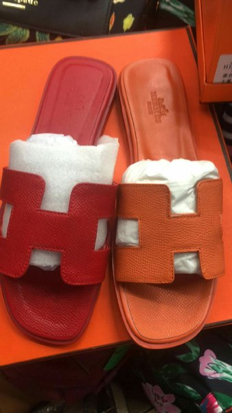Used Hermes flat sandal (available red color in Dubai, UAE