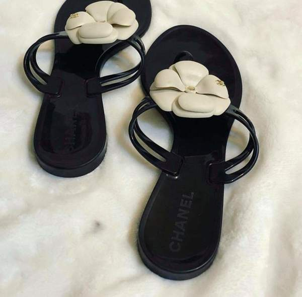 Used Chanel slippers in Dubai, UAE