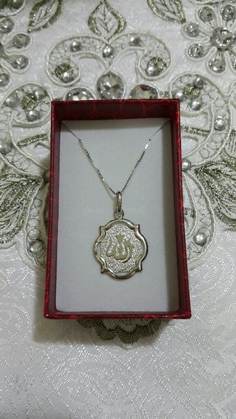 Used Silver pendant with chain in Dubai, UAE