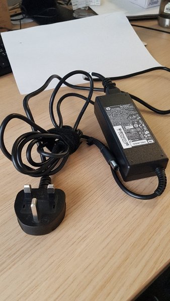 Used Original HP Laptop Charger 90W 19.5V in Dubai, UAE