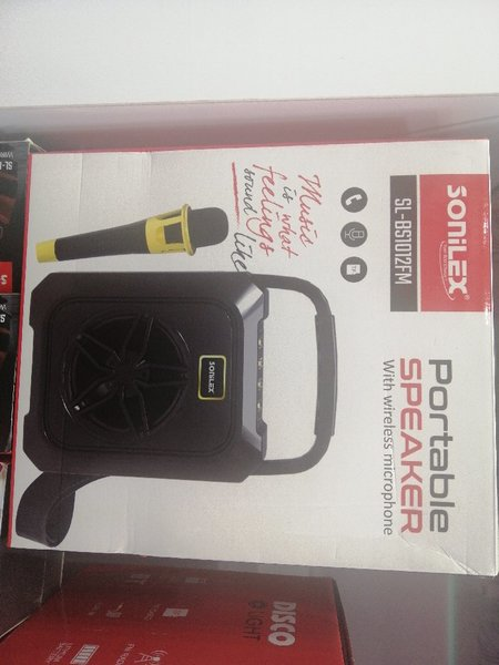 Used Portable speaker with wireless microphon in Dubai, UAE