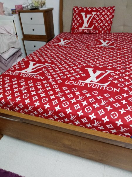 Used queen size fitted bedsheet in Dubai, UAE