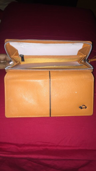 Used Deal it New caprisa wallet at cool price in Dubai, UAE