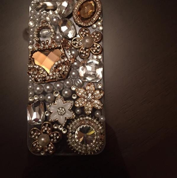 #iphone5 #cover #crystals #businessbay #metrostation