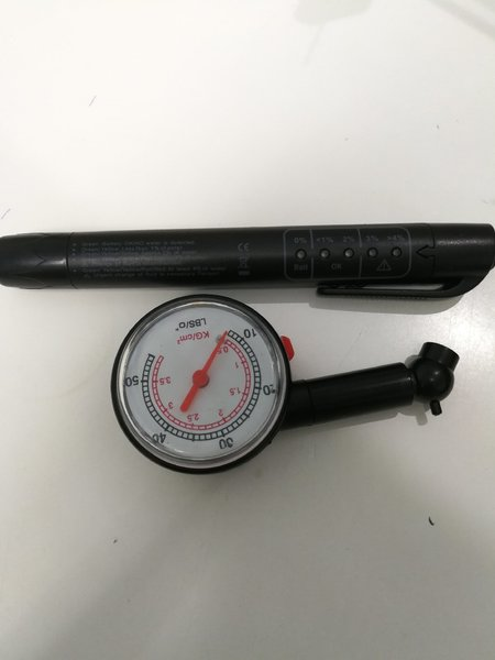 Used Car oil checking pen + tire check gauge in Dubai, UAE