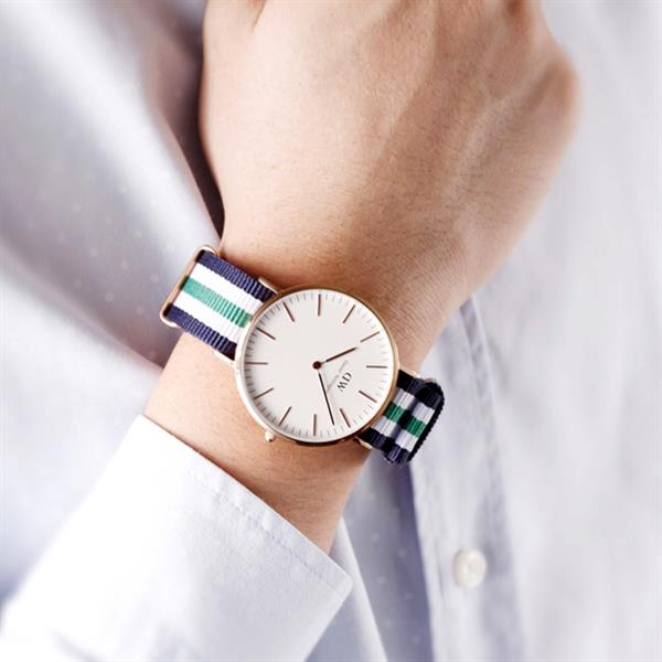 Used Daniel Wellington Watch. Water Resistant. Stainless Steel Back Case. Hight Quality Replica.   in Dubai, UAE