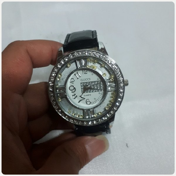 Used Fabulous Gucci watch for lady in Dubai, UAE