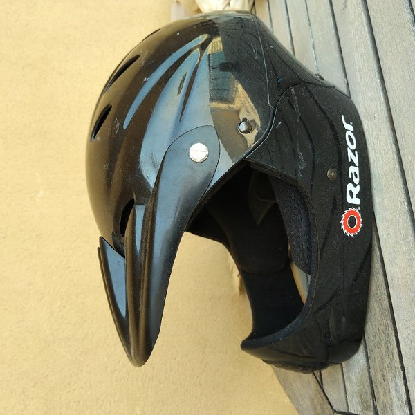 Used Razor Kids BMX helmet - used - size M in Dubai, UAE