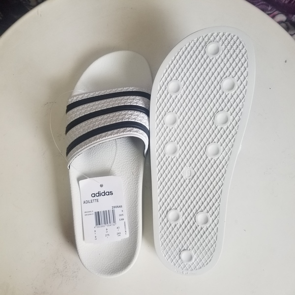 Used Original Adidas Adilete sly size 9 in Dubai, UAE