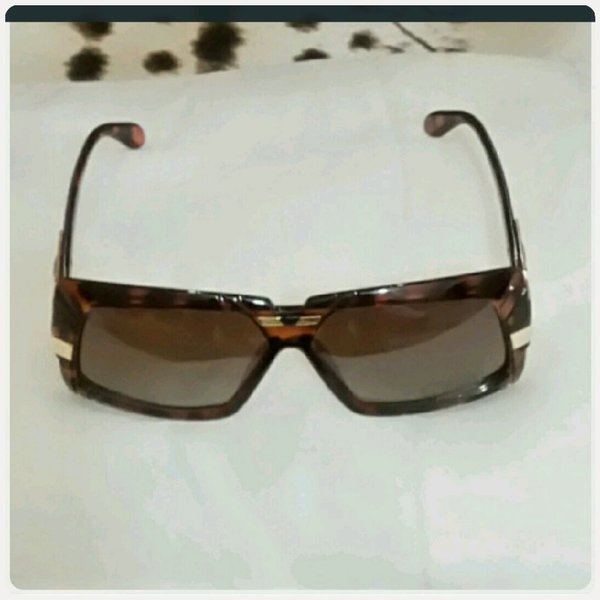 Used Sunglass brown color in Dubai, UAE