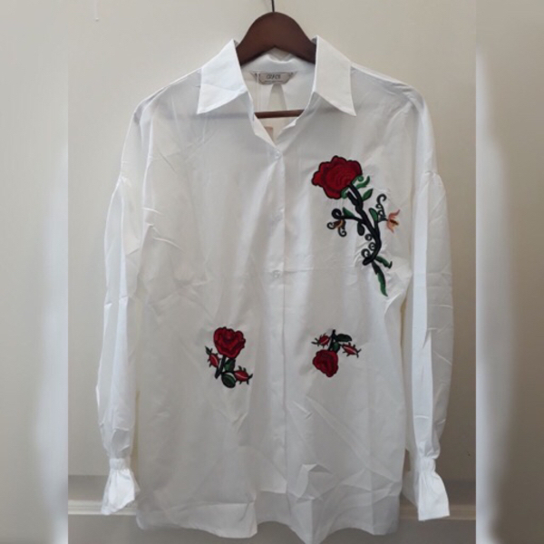 Used White floral embroidered top  in Dubai, UAE