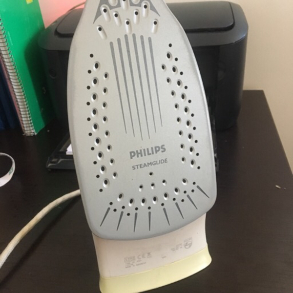 Used Philips Iron steamglide in Dubai, UAE