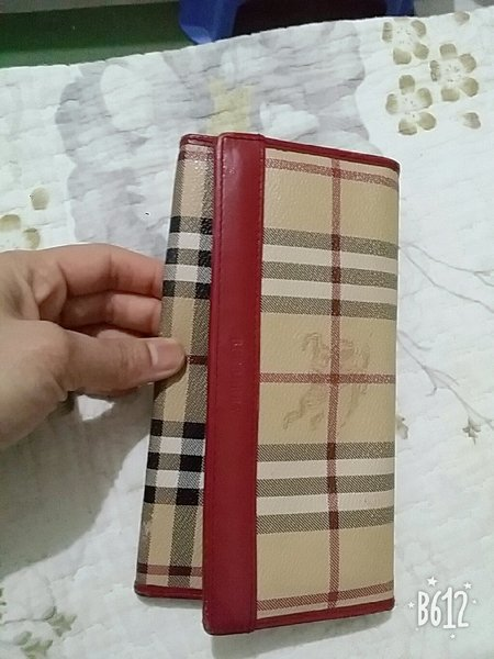 Used Burberry ladies wallet in Dubai, UAE
