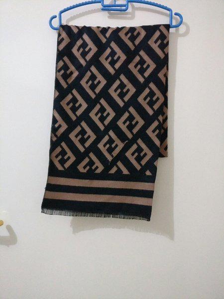 Used Scarf and Flip flop in Dubai, UAE