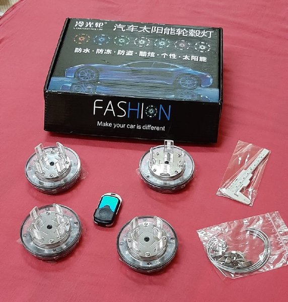 Used Car solar Energy wheel light 4 pcs in Dubai, UAE
